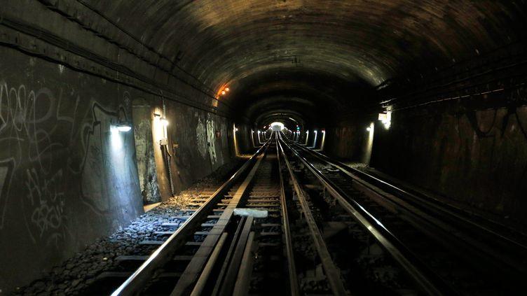 Une vue du métro parisien près de la station Laumière, le 18 juillet 2017. (FRANCOIS GUILLOT / AFP)