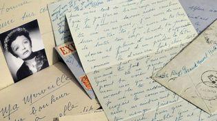 Lettres d'amour d'Edith Piaf mises en vente chez Christies en mai 2009  (STEPHANE DE SAKUTIN / AFP)