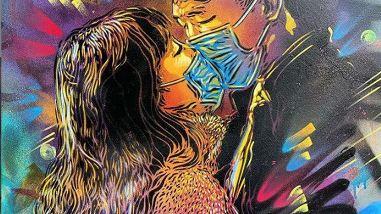 """""""L'Amour au temps du coronavirus"""", l'oeuvre de l'artiste urbain Christian Guémy alias C215terminée juste avant le confinement dans une rue d'Ivry-sur-Seine en mars 2020. (CHRISTIAN GUEMY ALIAS C215)"""