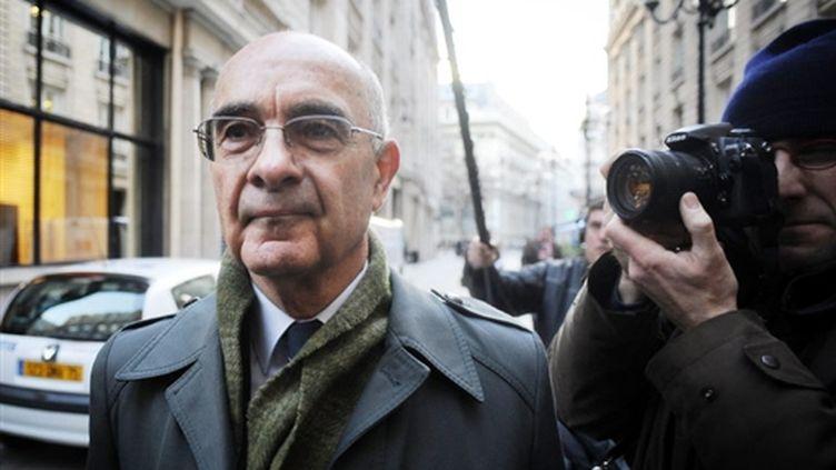 Le général Philippe Rondot arrivant au pôle financier du tribunal de Paris le 11 décembre 2007 (AFP PHOTO MARTIN BUREAU)