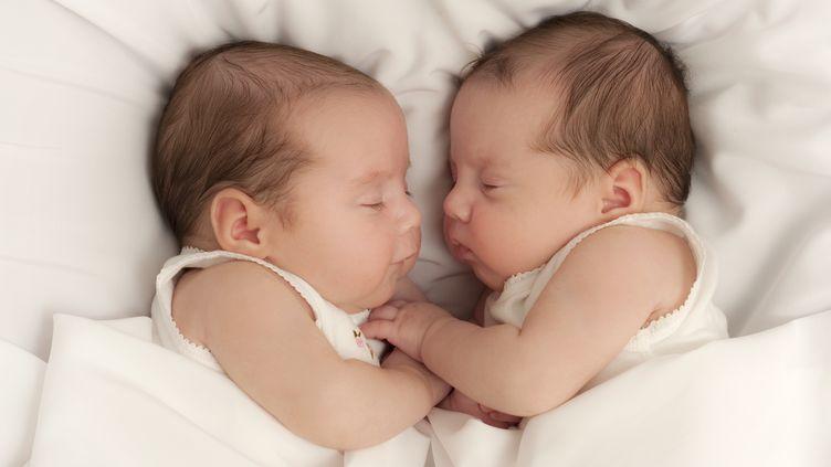 Une Américaine a mis au monde des jumelles de deux pères différents (photo d'illustration). (LEANNE TEMME / PHOTOLIBRARY RM / GETTY IMAGES)