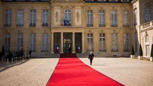 Le palais de l'Elysée à Paris, le 11 avril 2017. (LIONEL BONAVENTURE / AFP)