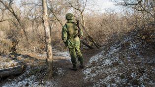 Une prise de poste sur la ligne de front séparatiste au sud de Donetsk (Ukraine), le 13 janvier 2020. (JACQUES PION / HANS LUCAS / AFP)
