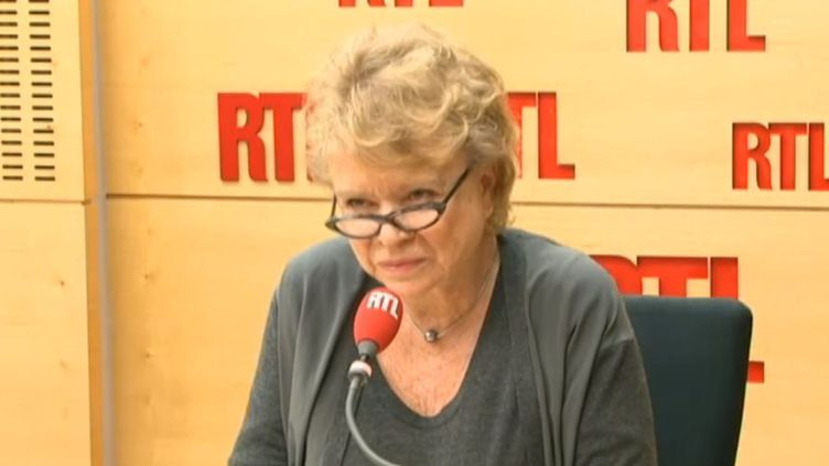 Eva Joly au micro de RTL, à Paris, le 8 janvier 2014. (RTL / FRANCETV INFO)