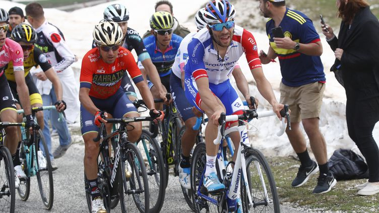 Thibaut Pinot (Groupama-FDJ) en tête du groupe des favoris lors de la 9e étape. (LUK BENIES / AFP)
