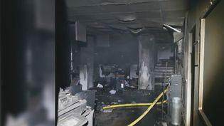 Les locaux incendiés. (France 2)