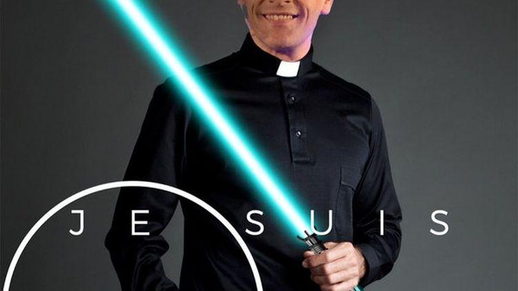 L'image du prêtre David Gréa, un sabre laser, le 15 décembre 2015. (EGLISE LYON CENTRE / TWITTER)