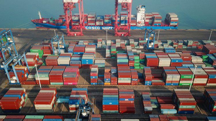 Des containers sur un port chinois. Photo d'illustration. (STR / AFP)