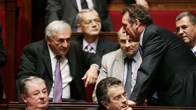 Dominique Strauss-Kahn et François Bayrou, lors d'une séance de questions au gouvernement, le 10 octobre 2006 à l'Assemblée nationale. (CHESNOT / SIPA)