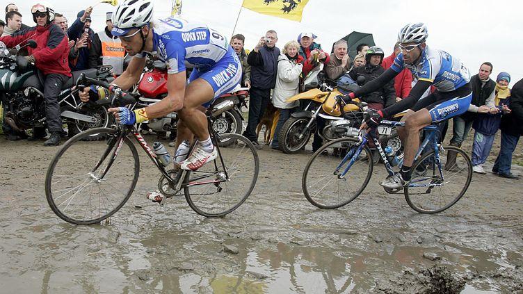 Tom Boonen mène le Tour des Flandres 2005 devant George Hincapie (GERO BRELOER / DPA)