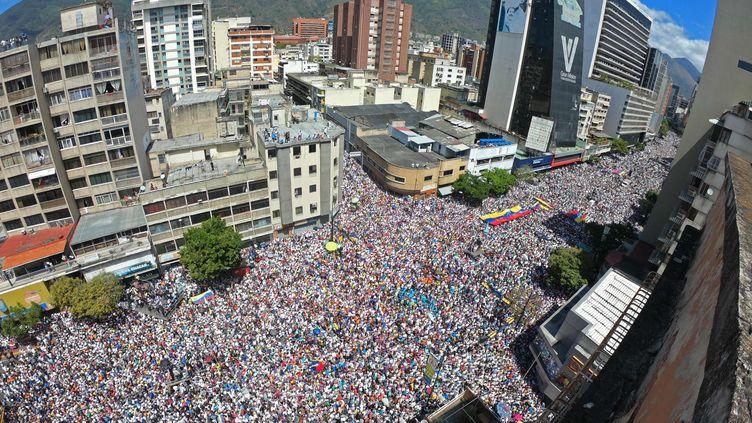 Lespartisans deJuan Guaido se sont réunis àCaracas au Venezuela, le 12 février 2019. (YURI CORTEZ / AFP)