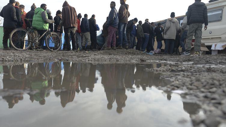 """Dans la """"jungle"""" de Calais (Pas-de-Calais), samedi 19 décembre 2015.  (ARTUR WIDAK / NURPHOTO / AFP)"""