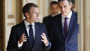 Emmanuel Macron et le Premier ministre espagnol, Pedro Sanchez, samedi 23 juin 2018 au palais de l'Elysée. (THIBAULT CAMUS / AFP)