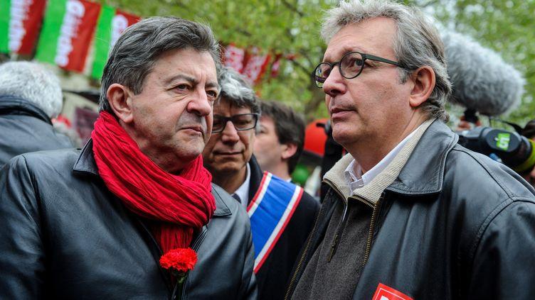 Le coprésident du Parti de gauche, Jean-Luc Mélenchon, et le secrétaire général du Parti communiste, Pierre Laurent, lors du défilé du 1er mai 2013, à Paris. (MAXPPP)
