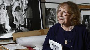 De sa première exposition à New York en 1953 jusqu'en 2016 à Paris, Sabine Weiss n'a jamais cessé de dégainer son appareil photo.  (MIGUEL MEDINA / AFP)