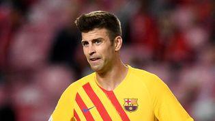 Piqué et le Barça ont vécu un naufrage sur la pelouse de Benfica mercredi 29 septembre en Ligue des champions. (PATRICIA DE MELO MOREIRA / AFP)