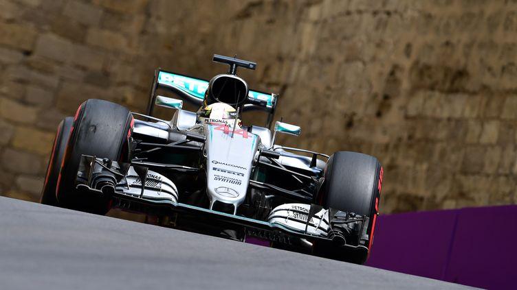 Le Britannique Lewis Hamilton à l'attaque (ANDREJ ISAKOVIC / AFP)
