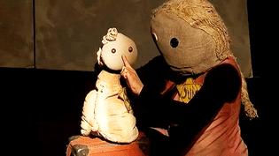 """""""Valises d'enfance"""", le spectacle jeune public à partir de 8 ans par la Cie Pipa Sol raconte la déportation des juifs lors de la seconde guerre mondiale  (France 3 / Culturebox)"""