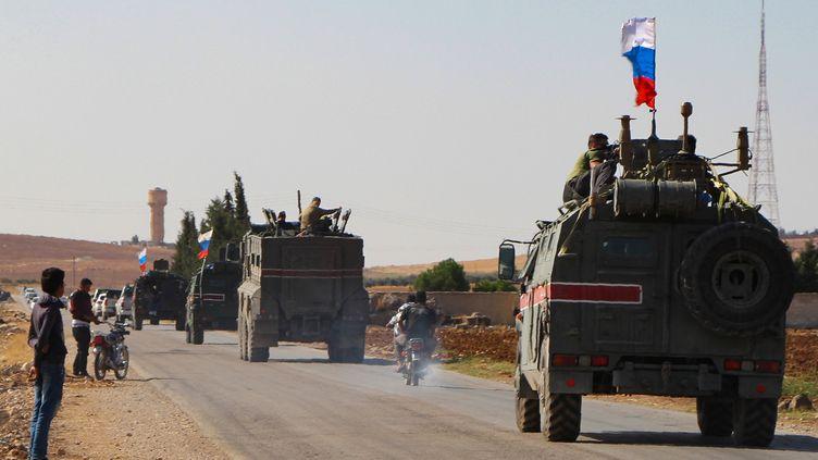 Une patrouille militaire russeaux environs de Kobane, au nord de la Syrie, le 23 octobre 2019. (AFP)