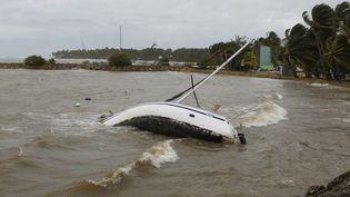 Un bateau échoué en Guadeloupe après le passage de l'ouragan Maria, le 19 septembre 2017. (CITIZENSIDE/GILLES MOREL / CITIZENSIDE / AFP)