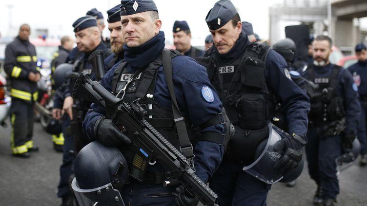 Des policiers à l'aéroport d'Orly, le 18 mars 2017. (BENJAMIN CREMEL / AFP)