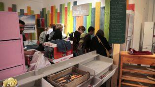 """""""Riquet Bric-a-Brac"""", le supermarché d'Emmaüs Defi à Paris, le 1er septembre 2012. (JACQUES DEMARTHON / AFP)"""