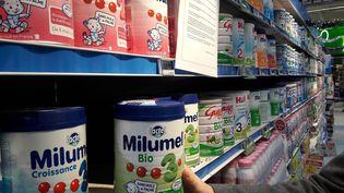 Des produits Lactalis dans des rayons de supermarché, le 12 décembre 2017. (MAXPPP)