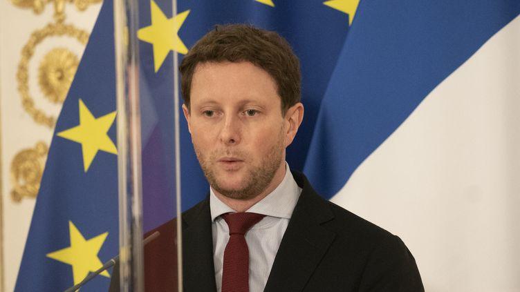 Le secrétaire d'Etat aux Affaires européennes, Clément Beaune, le 9 novembre 2020 à Vienne (Autriche). (JOE KLAMAR / AFP)