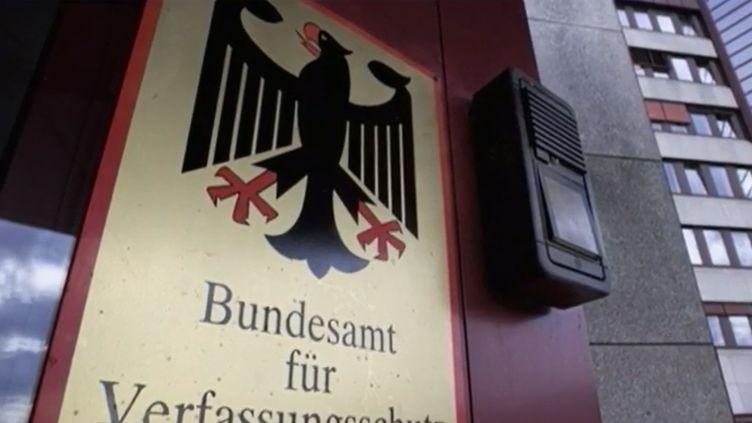 L'Allemagne découvre qu'un de ses agents du renseignement intérieur est en fait un islamiste présumé. L'homme a été arrêté.  (France 2)