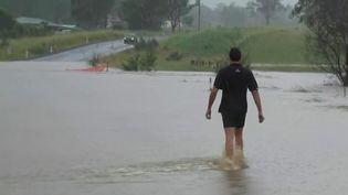 En Australie, la région de Sydney est sous les eaux. D'importantes précipitations frappent le sud-est du pays depuis vendredi 19 mars,et des milliers d'évacuations sont en cours. (France 2)