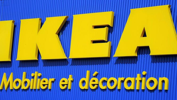Une enseigne d'un magasin Ikea à Montpellier (Hérault), en mars 2013. (PASCAL GUYOT / AFP)