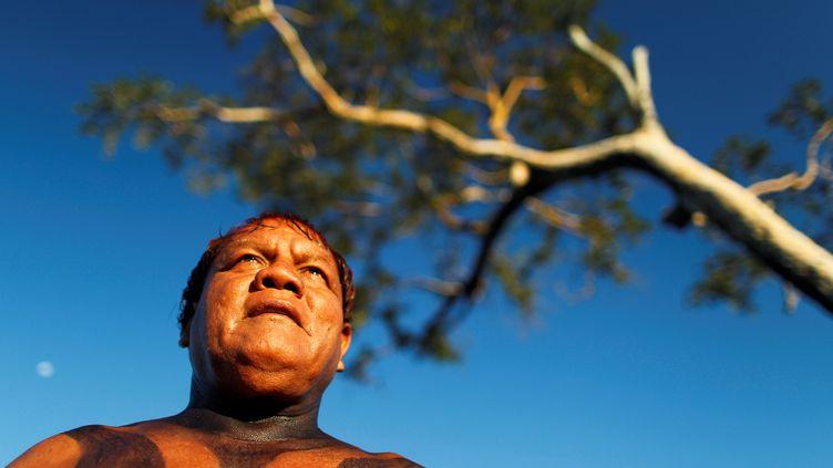 Le cacique Aritana Yawalapiti, l'un des principaux chefs indigènes du Brésil,le 9 mai 2012 (UESLEI MARCELINO / REUTERS)