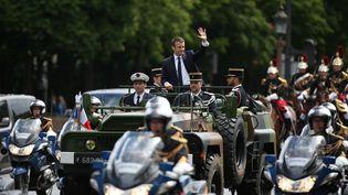 Emmanuel Macron remonte les Champs-Elysées après son investiture, le 14 mai 2017. (CHARLY TRIBALLEAU / AFP)
