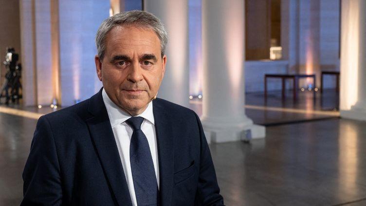 Le candidat dans la région des Hauts-de-France Xavier Bertrand (ex-LR) lors du débat pour les régionales organisé sur France 3 à Lille, le 2 juin 2021. (CELIA CONSOLINI / HANS LUCAS / AFP)