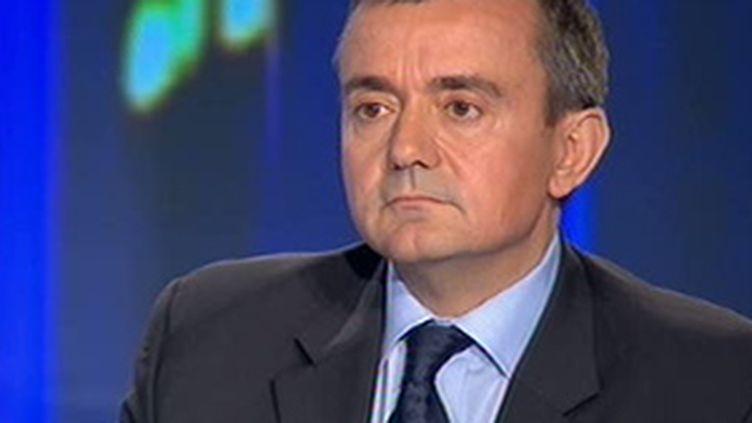 Le secrétaire d'Etat à l'outre-mer, Yves Jégo, invité du 20h de France 2 (© France 2)