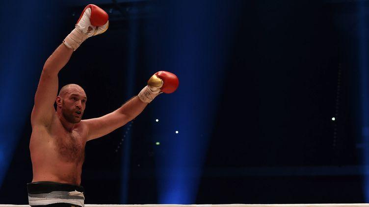 Tyson Fury lors de son sacre WBA, IBF, WBO, IBO face à Wladimir Klitschko en 2015.