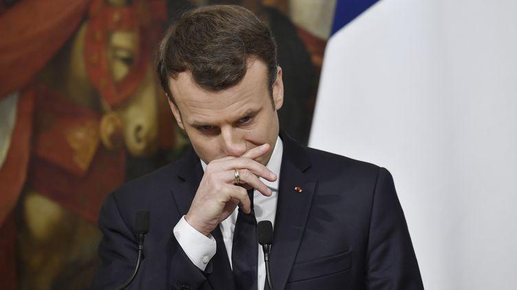 Le président Emmanuel Macron, lors d'une conférence de presse avec le Premier ministre italien, le 11 janvier 2018. (ANDREAS SOLARO / AFP)