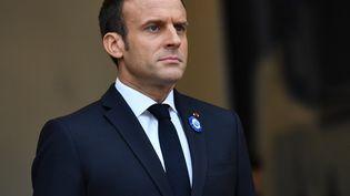 Emmanuel Macron sur le perron de l'Elysée, à Paris, le 10 novembre 2018. (MUSTAFA YALCIN / ANADOLU AGENCY / AFP)