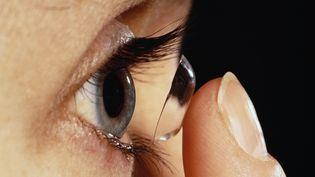 Trois millions de Français portent des lentilles de contact. (UHB TRUST / GETTY IMAGES)