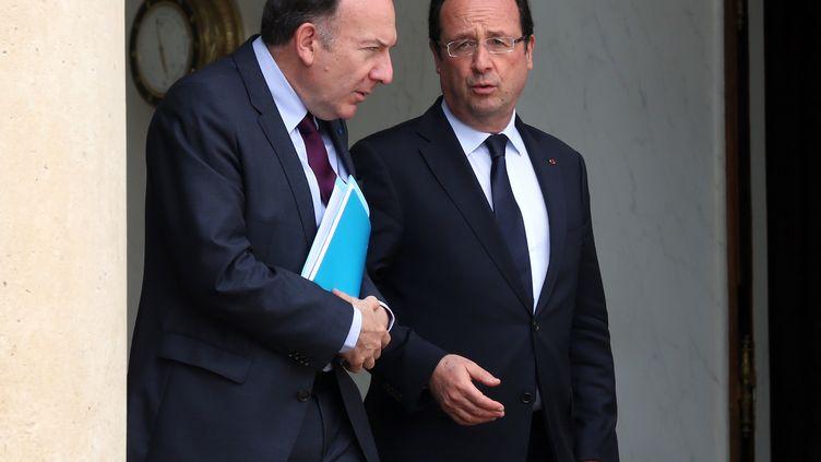 Le président du Medef Pierre Gattaz (G) et le président de la République François Hollande à l'Elsyée, à Paris, le 4 juillet 2013. (THOMAS SAMSON / AFP)