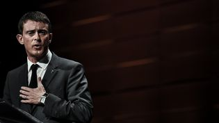 Manuel Valls prononce à discours à Lyon (Rhône), le 6 novembre 2015. (JEFF PACHOUD / AFP)