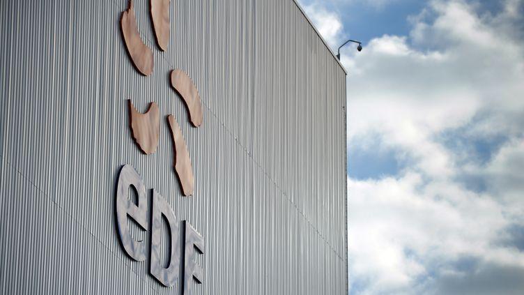 """L'Etat étudierait une éventuelle cession de ses parts dans RTE,une filiale d'EDF, selon le """"Journal du Dimanche"""". (SEBASTIEN BOZON / AFP)"""