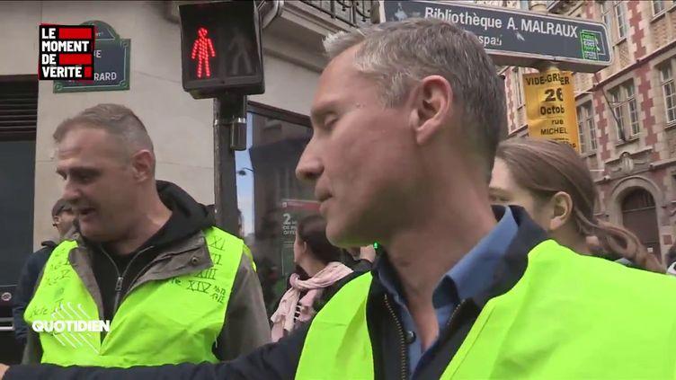 """Les militants d'extrême droite Yvan Benedetti et Hervé Ryssen filmés par les équipes de """"Quotidien"""", dimanche 6 octobre 2019 lors du défilé anti-PMA organisé à Paris. (QUOTIDIEN / TMC)"""