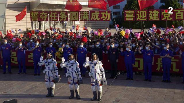 Photo Hebdo : des astronautes en partance pour la première station spatiale chinoise et de plus en plus de morts du Covid en Indonésie