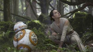 """Une scène du film """"Star Wars : le Réveil de la Force"""", sorti en France le 16 décembre 2015. (AFP)"""
