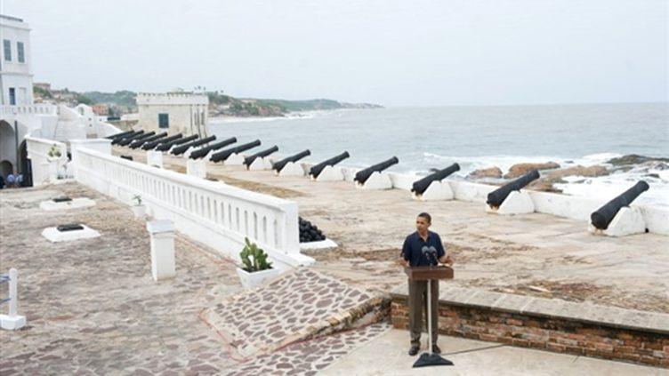 Barack Obama à la forteresse de Cape Coast, au Ghana, le 11 juillet 2009. (© AFP/TOPSHOTS/Saul LOEB)