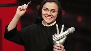 """Sœur Cristina, une religieuse catholique sicilienne, a remporté le 5 juin 2014 la finale de """"The Voice"""", à Milan (Italie). (MARCO BERTORELLO / AFP)"""