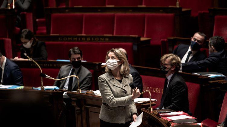 La ministre de la Transition écologique, Barbara Pompili, le 9 février 2021 à l'Assemblée nationale. (ARTHUR NICHOLAS ORCHARD / HANS LUCAS / AFP)