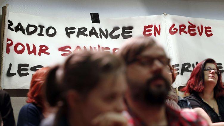 Des employés de Radio France participent à une assemblée générale, le 14 avril 2015 à la Maison ronde. (CHRISTOPHE ENA / AP / SIPA)