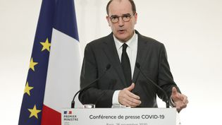 Le Premier ministre, Jean Castex, lors d'une conférence de presse détaillant la levée progressive des restrictions luttant contre l'épidémie de Covid-19, le 26 novembre 2020 à Paris. (LUDOVIC MARIN / POOL / AFP)